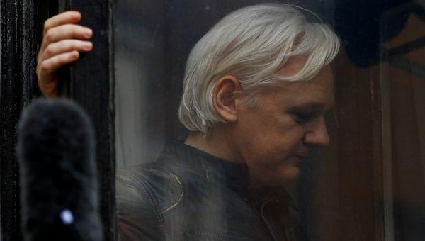 US Senate Committee Calls on Julian Assange to Testify in Russian Interference Probe Assange_us_senate_1718483346