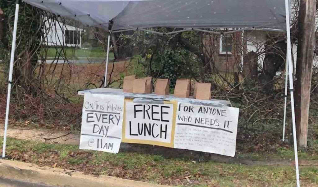 Mystery Mom Has Been Leaving Out Free Bagged Lunches 'Made With Love' for Anyone Who May Need Them  Mystery-lunch